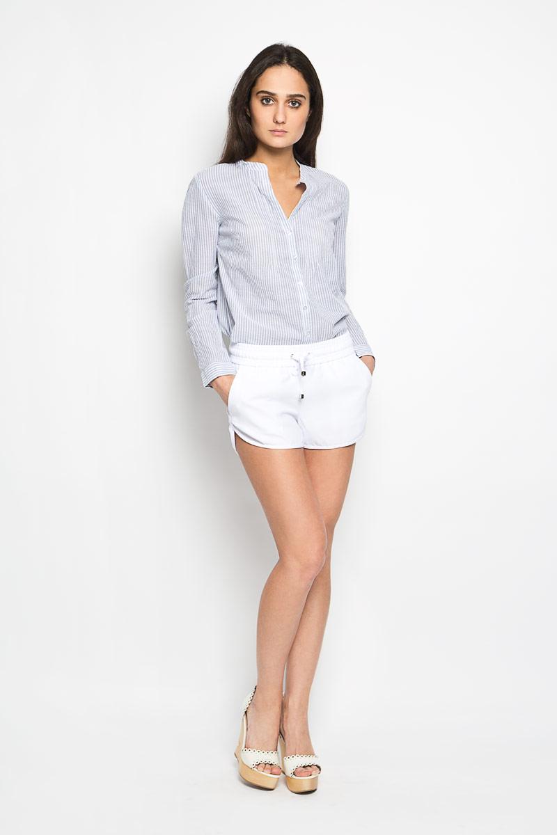 ШортыSH-115/672-6204Короткие женские шорты Sela станут прекрасным дополнением к летнему гардеробу. Они изготовлены из полиэстера, мягкие и приятные на ощупь, не сковывают движения, обеспечивая наибольший комфорт. Модель на талии имеет широкую эластичную резинку, дополненную скрытым шнурком. Спереди шорты дополнены двумя втачными карманами с косыми краями. Низ штанин немного закруглен к внешним боковым швам. Эти шорты идеальный вариант для жарких летних дней.