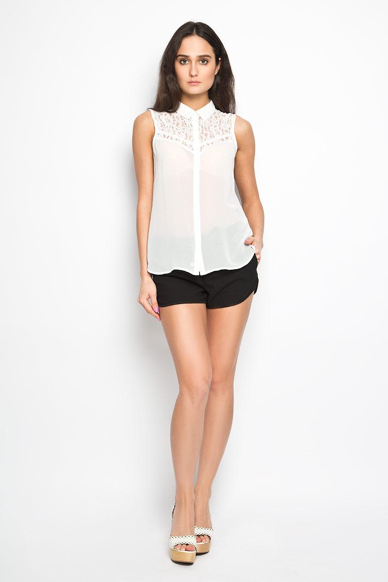 БлузкаBsl-112/910-6284Стильная женская блузка Sela, выполненная из 100% полиэстера, подчеркнет ваш уникальный стиль и поможет создать оригинальный женственный образ. Модель без рукавов с отложным воротником застегивается на пуговицы. Изделие декорировано гипюровыми вставками. Легкая блуза идеально подойдет для жарких летних дней. Она будет дарить вам комфорт в течение всего дня и послужит замечательным дополнением к вашему гардеробу.