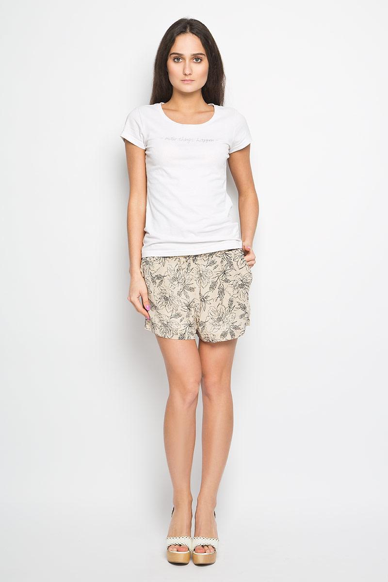 Шорты женские. 1015633710156337_053Короткие женские шорты Broadway станут прекрасным дополнением к летнему гардеробу. Они изготовлены из полиэстера, мягкие и приятные на ощупь, не сковывают движения, обеспечивая наибольший комфорт. Подкладка изделия также выполнена из полиэстера. Модель на талии имеет широкую эластичную резинку, декорированную бантиком. Спереди шорты дополнены двумя втачными карманами с косыми краями. Оформлено изделие оригинальным цветочным принтом. Эти шорты идеальный вариант для жарких летних дней.