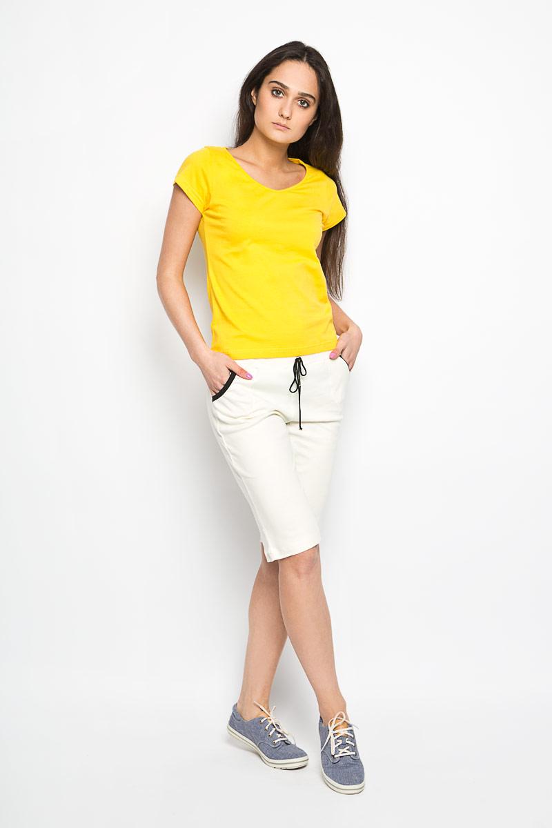 М-106Стильные удлиненные шорты Original выполнены из натурального хлопка. Материал изделия мягкий и приятный на ощупь, не сковывает движения и позволяет кожу дышать. Модель на поясе имеет широкую эластичную резинку, регулируемую шнурком. Шорты дополнены втачными карманами спереди. Модные шорты - незаменимая вещь в летнем гардеробе каждой девушки.