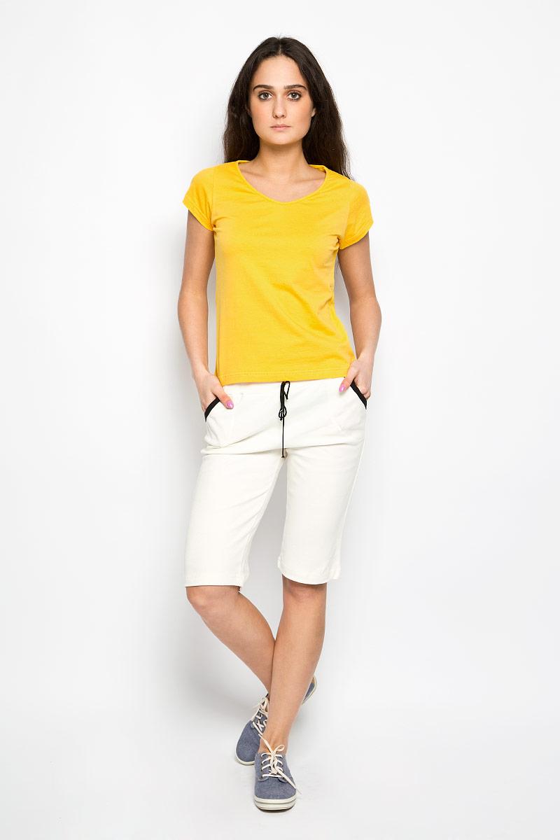 ФутболкаМ-165Удобная женская футболка Original идеально подходит для повседневной носки. Модель изготовлена из натурального хлопка, очень мягкая, тактильно приятная, не сковывает движения и хорошо пропускает воздух. Футболка с V-образным вырезом горловины и короткими рукавами выполнена в лаконичном дизайне. Такая футболка идеальный вариант для тех, кто ценит комфорт и практичность.