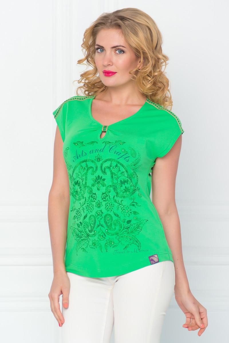 ФутболкаSS16-BGUZ-491Стильная женская футболка BeGood изготовлена из эластичного хлопка. Приталенная модель с короткими рукавами и круглым вырезом горловины оформлена оригинальным ярким принтом. Нижняя часть выреза горловины украшена декоративной сборкой.