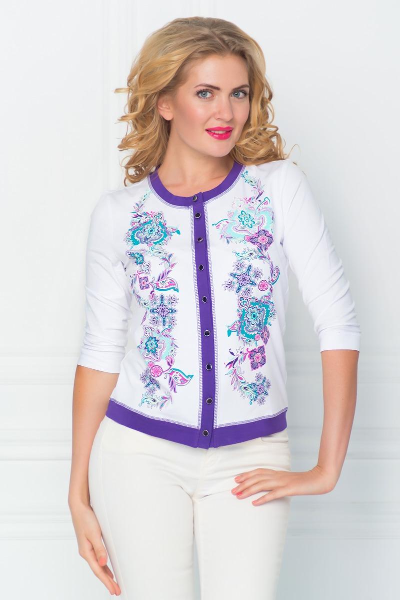 БлузкаSS16-BGUZ-530Женская блуза BeGood с рукавами 3/4 и круглым вырезом горловины выполнена из эластичного хлопка. Блузка с удлиненными полочками застегивается на пуговицы спереди. Модель оформлена красочным цветочным орнаментом и имеет контрастную отделку.
