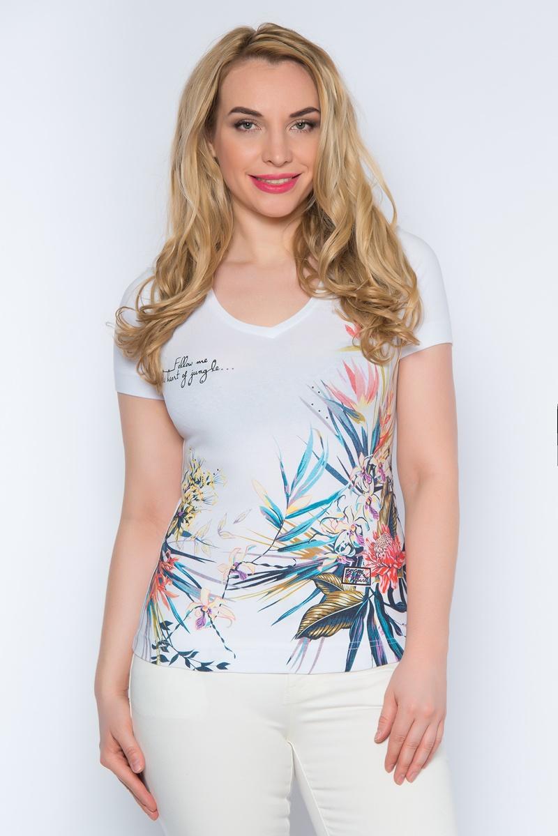 ФутболкаSS16-BGUZ-507Женская футболка BeGood, изготовленная из эластичного хлопка, тактильно приятная и не сковывает движений. Модель с V-образным вырезом горловины и короткими рукавами оформлена спереди цветочным принтом, надписями и стразами.