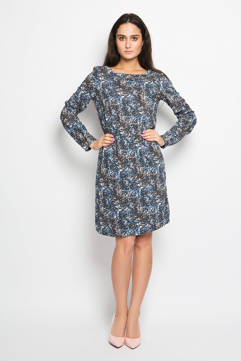 Платье100721223Очаровательное платье Marc O`Polo, выполненное из тонкой и приятной на ощупь вискозной ткани идеально впишется в ваш гардероб. Модель полуприлегающего силуэта, с длинными рукавами и воротником-лодочкой. Изысканное платье, оформленное оригинальным принтом, создаст обворожительный неповторимый образ. Изделие дополнено подъюбником. Талию подчеркнет эластичная резинка. Модель дополнена двумя врезными карманами по бокам. Рукава с манжетами на пуговицах. Это модное и удобное платье станет превосходным дополнением к вашему гардеробу, оно подарит вам удобство и поможет вам подчеркнуть свой вкус и неповторимый стиль.