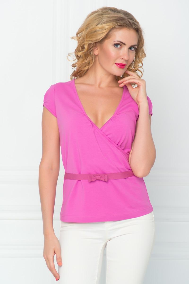 SS16-BGUZ-526Стильная женская футболка BeGood изготовлена из эластичного хлопка. Приталенная модель с короткими рукавами и V-образным вырезом горловины и дополнена декоративным поясом.