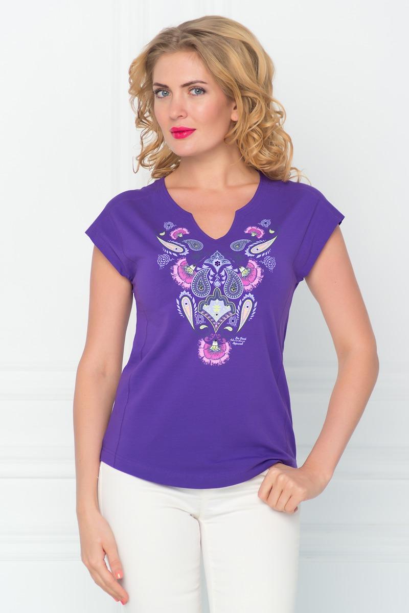 ФутболкаSS16-BGUZ-529Стильная женская футболка BeGood изготовлена из эластичного хлопка. Приталенная модель с фигурным вырезом горловины и короткими цельнокроенными рукавами оформлена оригинальным принтом и декорирована стразами.