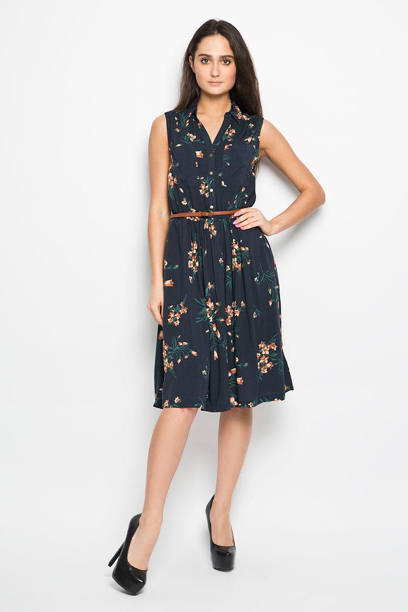 ПлатьеDsl-117/732-6264Очаровательное платье Sela, выполненное из высококачественного материала, идеально впишется в ваш гардероб. Модель трапециевидного кроя без рукавов, с отложным воротником застёгивается на пуговицы до пояса. Изысканное платье, оформленное цветочным принтом и двумя накладными кармашками на груди, создаст обворожительный неповторимый образ. По бокам платье дополнено двумя врезными карманами. Талию подчеркнет тонкий ремешок, регулируемый металлической пряжкой. Это модное и удобное платье станет превосходным дополнением к вашему гардеробу, оно подарит вам удобство и поможет вам подчеркнуть свой вкус и неповторимый стиль.