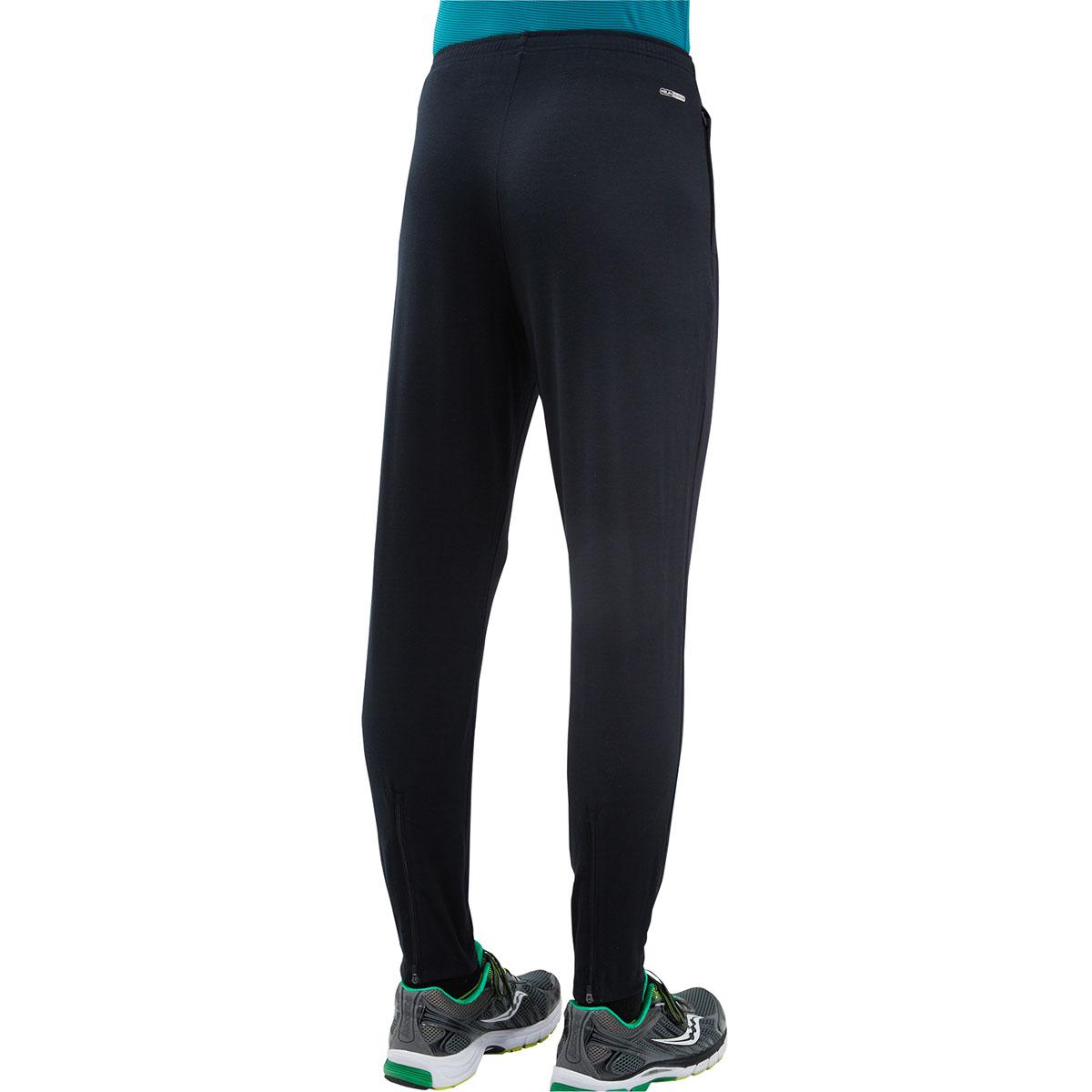 80731-BKМужские брюки Saucony Boston выполнены из мягкой, матовой ткан. Молнии в боковых карманах. Молнии на лодыжках. Эластичный пояс с внутренним шнурком.