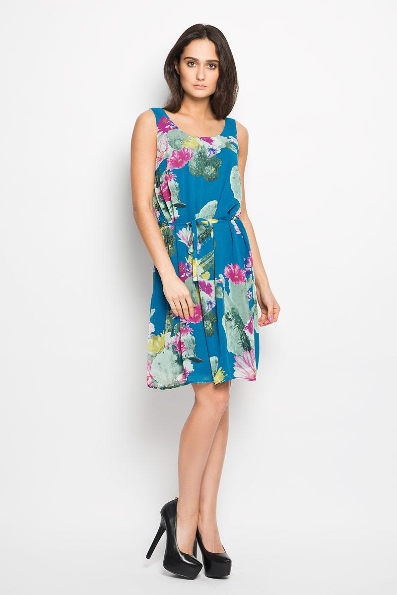 ПлатьеDsl-117/743-6225Очаровательное платье Sela, выполненное из высококачественного материала с подкладкой, идеально впишется в ваш гардероб. Модель свободного кроя без рукавов и круглым вырезом горловины. Изысканное платье, оформленное оригинальным цветочным принтом, создаст обворожительный неповторимый образ. Талию подчеркнет тонкий текстильный поясок, выполненный в цвет изделия. Это модное и удобное платье станет превосходным дополнением к вашему гардеробу, оно подарит вам удобство и поможет вам подчеркнуть свой вкус и неповторимый стиль.