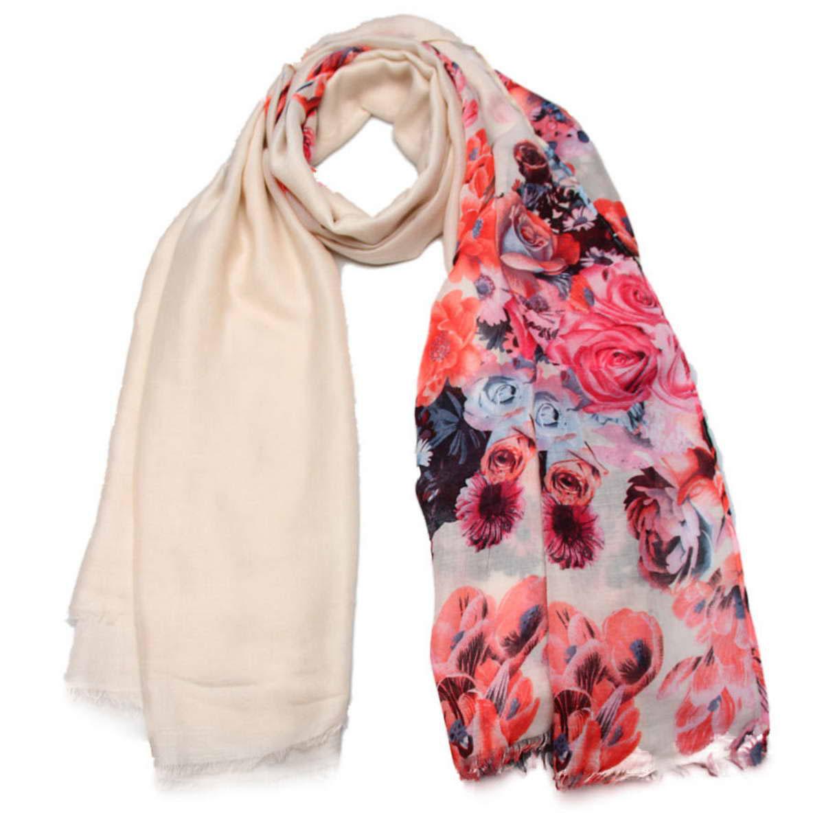 Палантин женский. 34157013415701-05Элегантный женский палантин Venera изготовленный из вискозы, станет идеальным украшением для наряда нежной, тонкой и романтичной натуры. Палантин имеет отличное качество и приятную текстуру материала, он подарит настоящий комфорт при носке, а большие размеры позволят завязать изделие множеством вариантов. Универсальный нежный цвет, который взят за основу, идеально сочетается с любой цветовой гаммой, а яркий рисунок из цветов освежит собою образ, будь это платье, джинсы или строгий костюм. В этом палантине вы всегда будете выглядеть женственной и привлекательной.