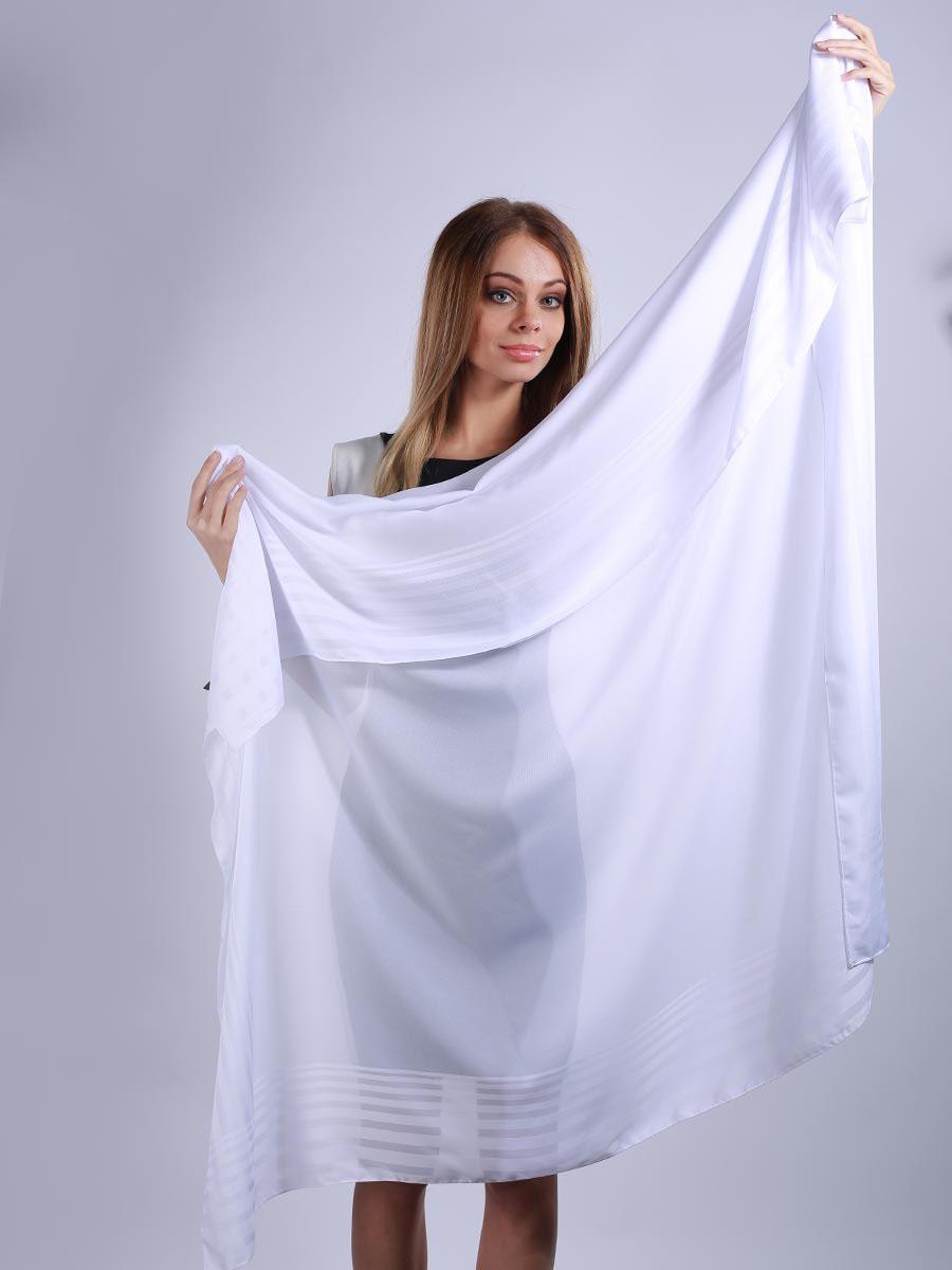 Платок женский. 39025273902527-01Яркий и стильный женский платок Venera изготовлен из легкого и нежного полиэстера, не оставит равнодушной ни одну настоящую модницу. Большой размер изделия позволяет повязать его множеством разных и стильных вариантов. Такой чудесный аксессуар будет гармонично смотреться и с рваными джинсами, и со строгим костюмом, и даже с вечерним нарядом. Платок Venera превосходно дополнит любой наряд и подчеркнет ваш неповторимый вкус и элегантность.