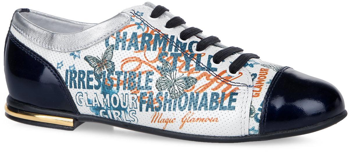 5-517461604Невероятно модные полуботинки от Elegami покорят вашу девочку с первого взгляда! Модель выполнена из натуральной кожи со вставками из натурального лака. Обувь оформлена принтом с изображением бабочек и различных надписей, декоративной перфорацией, на каблуке - вставкой, стилизованной под металл. Эластичная шнуровка на подъеме обеспечивает надежную фиксацию обуви. Подкладка из натуральной кожи позволяет ножкам дышать. Стелька ЭВА с поверхностью из натуральной кожи дополнена супинатором, который обеспечивает правильное положение ноги ребенка при ходьбе, предотвращает плоскостопие. Подошва с рифленым рисунком в виде бабочек гарантирует отличное сцепление с любой поверхностью. Стильные и практичные полуботинки - незаменимая вещь в гардеробе вашей девочки.