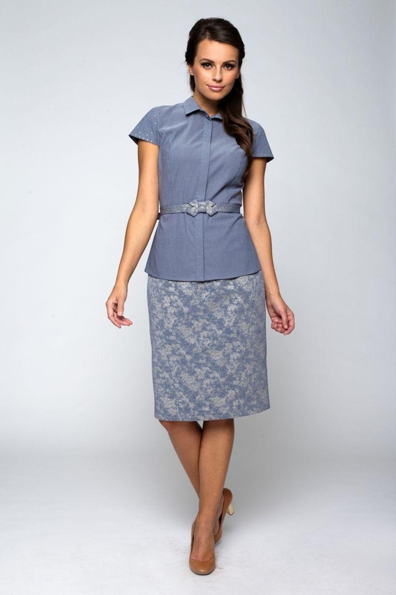 Блузка жен. 22012201Элегантная блузка приталенного кроя с отложным воротником. Рукава короткие, декорированы металлическими клепками. Хлопок с эластаном.