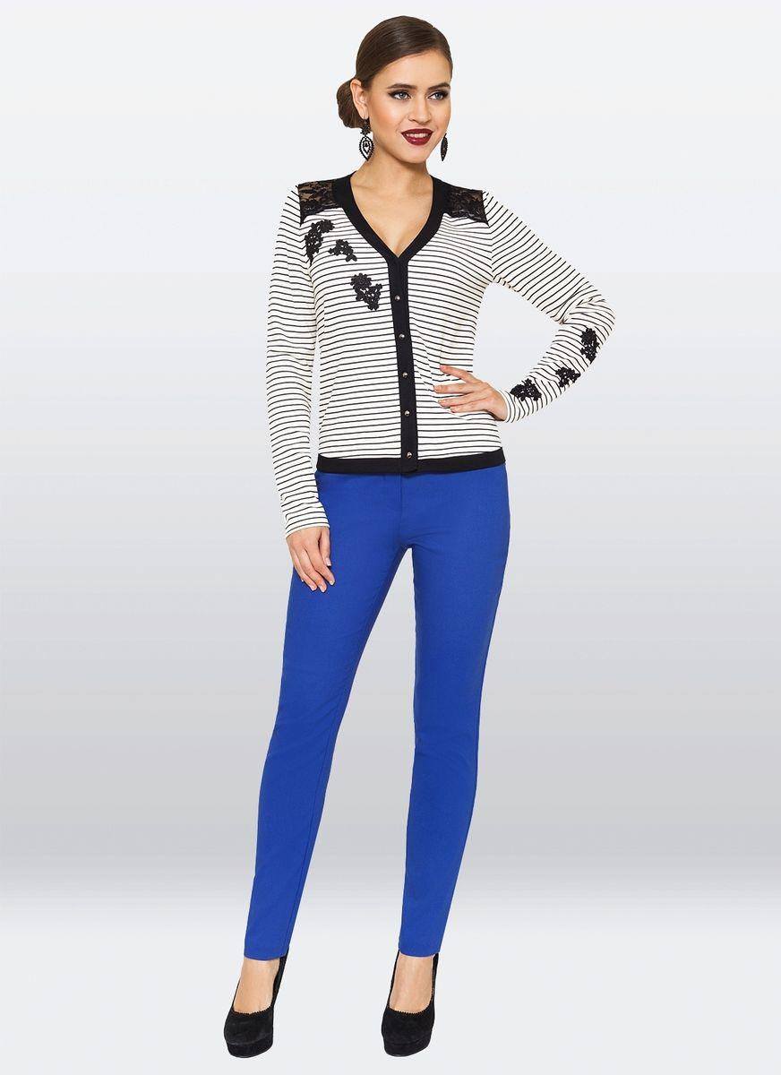 Блузка жен. 27302730Оригинальный джемпер из трикотажа-джерси, с V-образным вырезом. Передняя полка декорирована кружевом.