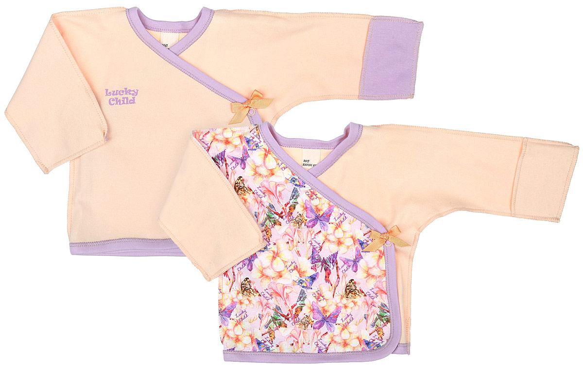 Распашонка26-7Распашонка для девочки Lucky Child Тропический рай послужит идеальным дополнением к гардеробу вашей крохи. Распашонка изготовлена из натурального хлопка, благодаря чему она очень мягкая и легкая, не раздражает нежную кожу ребенка и хорошо вентилируется. Распашонка с V-образным вырезом горловины и длинными рукавами-кимоно выполнена швами наружу. Застегивается модель сбоку на кнопку, что помогает при переодевании малыша. Вырез горловины, планка и низ изделия обработаны контрастной бейкой. Рукава дополнены отворотами, которые можно использовать в качестве рукавичек, и ребенок не поцарапает себя. Комплект состоит из двух распашонок. Первая оформлена красочным оригинальным принтом и пришитым текстильным бантиком, вторая - однотонная с термоаппликацией в виде названия бренда и пришитым текстильным бантиком. Модель полностью соответствует особенностям жизни ребенка в ранний период, не стесняя и не ограничивая его в движениях. В такой распашонке малышу...