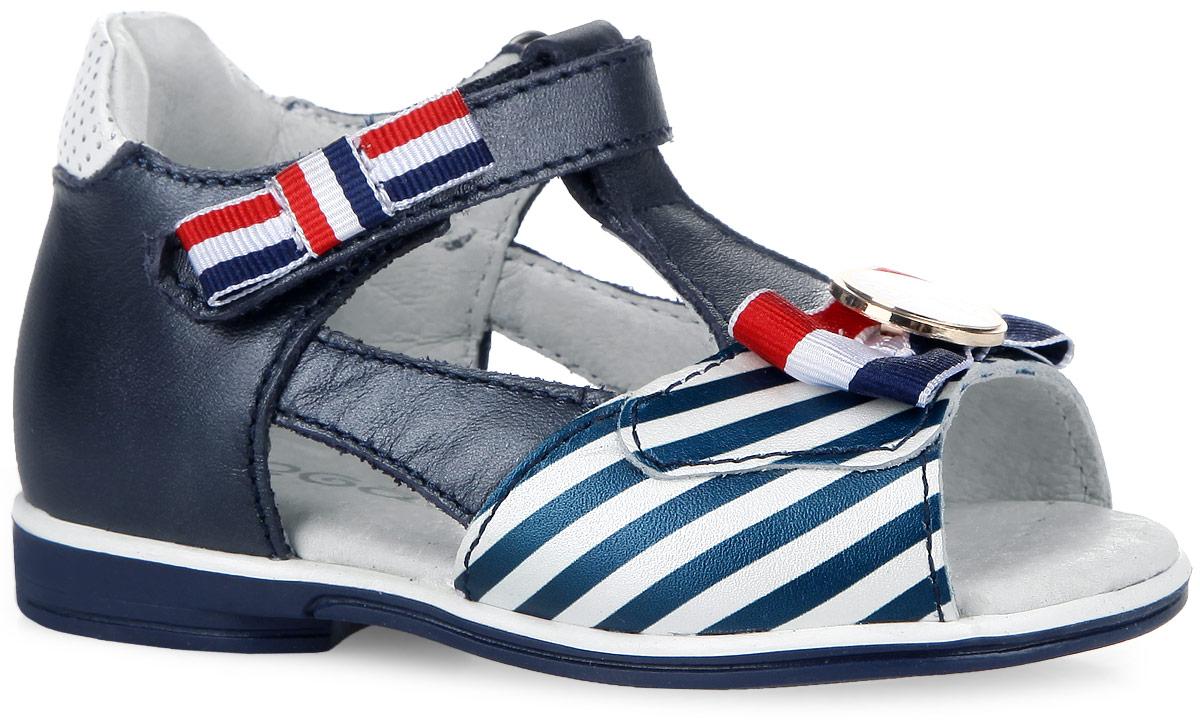 7-805781602Изумительные сандалии от Elegami покорят вашу малышку с первого взгляда. Модель изготовлена из натуральной кожи и оформлена текстильными бантиками, спереди - узором в полоску. Бант, расположенный на мысе, украшен металлической пластиной круглой формы. Ремешок с застежкой-липучкой прочно зафиксирует обувь на ноге. Кожаная стелька дополнена супинатором, который обеспечивает правильное положение ноги ребенка при ходьбе, предотвращает плоскостопие. Перфорация на стельке позволяет ножкам дышать. Гибкая подошва с рифлением гарантирует идеальное сцепление с любой поверхностью. Модные и практичные сандалии - необходимая вещь в гардеробе каждой девочки!
