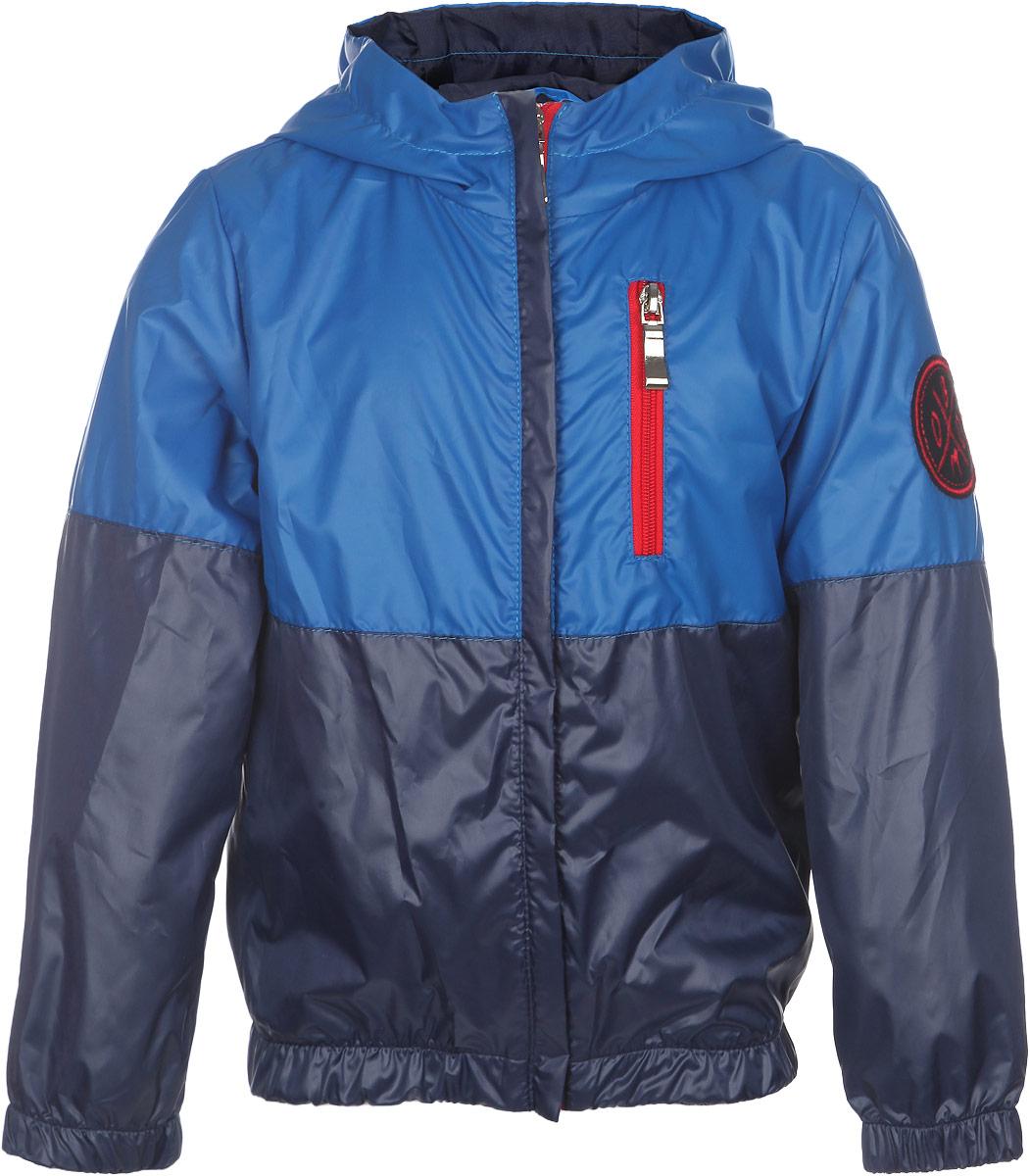 63640DM_BOB вар.1Модная куртка для мальчика Boom! станет стильным дополнением к детскому гардеробу в прохладную погоду. Модель изготовлена из водонепроницаемой и ветрозащитной ткани, на комбинированной подкладке из полиэстера с добавлением вискозы. Куртка мягкая и приятная на ощупь, не сковывает движения, легко стирается и быстро сушится. Куртка с капюшоном застегивается на пластиковую молнию с защитой подбородка. Капюшон не отстегивается. На груди расположен карман на застежке-молнии. Модель украшена нашивкой на левом рукаве. Изделие дополнено светоотражающим элементом для безопасности ребенка в темное время суток. Легкая, удобная и практичная куртка идеально подойдет для прогулок и игр на свежем воздухе!