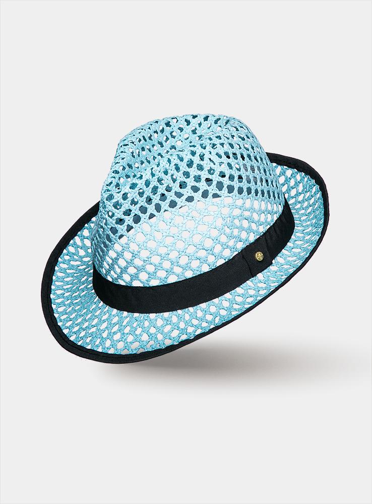 Шляпа1964520Шляпа-федора Canoe Daima непременно украсит любой наряд. Шляпа из искусственной соломы оформлена трикотажным ремешком с логотипом фирмы вокруг тульи. Благодаря своей форме, шляпа удобно садится по голове и подойдет к любому стилю. Плетение шляпы позволяет ей пропускать воздух, что обеспечивает необходимую вентиляцию. Такая шляпа подчеркнет вашу неповторимость и дополнит ваш повседневный образ.