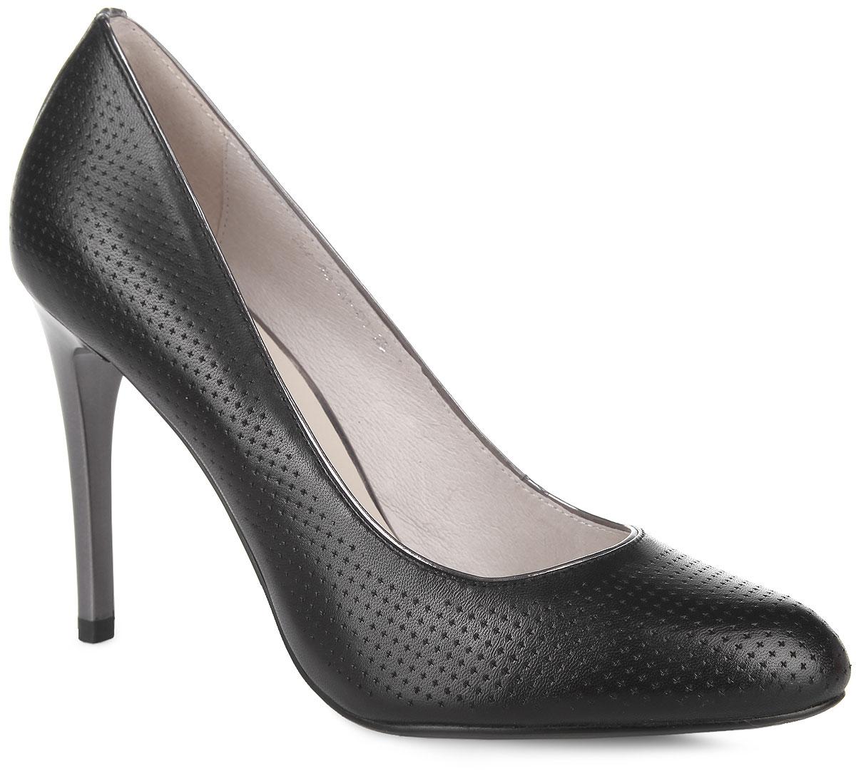 Туфли женские. 252-40-TH-01-KK252-40-TH-01-KKРоскошные туфли от Calipso покорят вас с первого взгляда! Модель выполнена из натуральной кожи и оформлена тисненым узором, задним наружным ремнем. Закругленный носок добавит женственности в ваш образ. Подкладка и стелька, исполненные из натуральной кожи, позволяют ногам дышать. Высокий каблук-шпилька контрастного цвета устойчив. Элегантные туфли займут достойное место в вашем гардеробе.