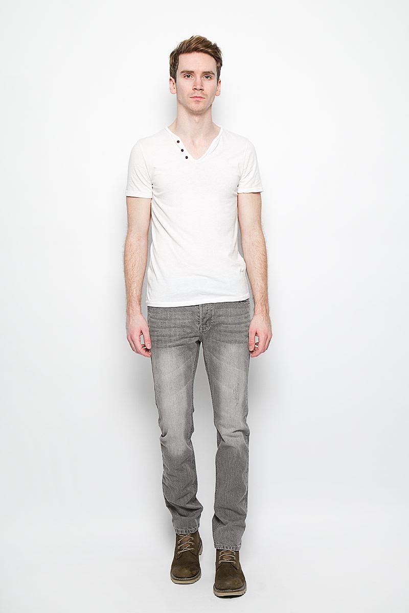 Джинсы мужские. WrippingWripping/GREYСтильные мужские джинсы MeZaGuZ - джинсы высочайшего качества, которые прекрасно сидят. Модель слегка зауженного кроя и средней посадки изготовлена из натурального хлопка, не сковывает движения и дарит комфорт. На поясе джинсы застегиваются на металлическую пуговицу и имеют ширинку на пуговицах. Спереди модель дополнена двумя втачными карманами и одним накладным секретным кармашком, а сзади - двумя накладными карманами, с контрастной отстрочкой. Изделие оформлено потертостями. Эти модные и в тоже время удобные джинсы помогут вам создать оригинальный современный образ. В них вы всегда будете чувствовать себя уверенно и комфортно.