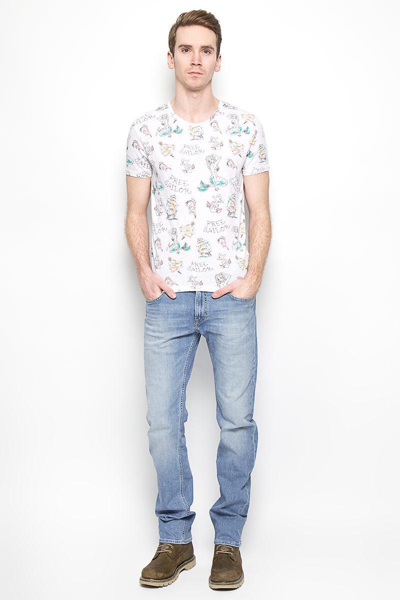 Джинсы мужские Blake. L730BCQHL730BCQHМужские джинсы Lee Blake станут стильным дополнением к вашему гардеробу. Изготовленные из хлопка с добавлением эластана, они мягкие, тактильно приятные, позволяют коже дышать. Джинсы прямого кроя застегиваются на поясе на металлическую пуговицу и имеют ширинку на застежке- молнии, а также шлевки для ремня. Спереди расположены два втачных кармана и один маленький накладной, сзади - два накладных кармана. Изделие оформлено легким эффектом потертости, декорировано металлическими клепками и контрастной прострочкой. Современный дизайн и расцветка делают эти джинсы модным предметом мужской одежды. Такая модель подарит вам комфорт в течение всего дня.