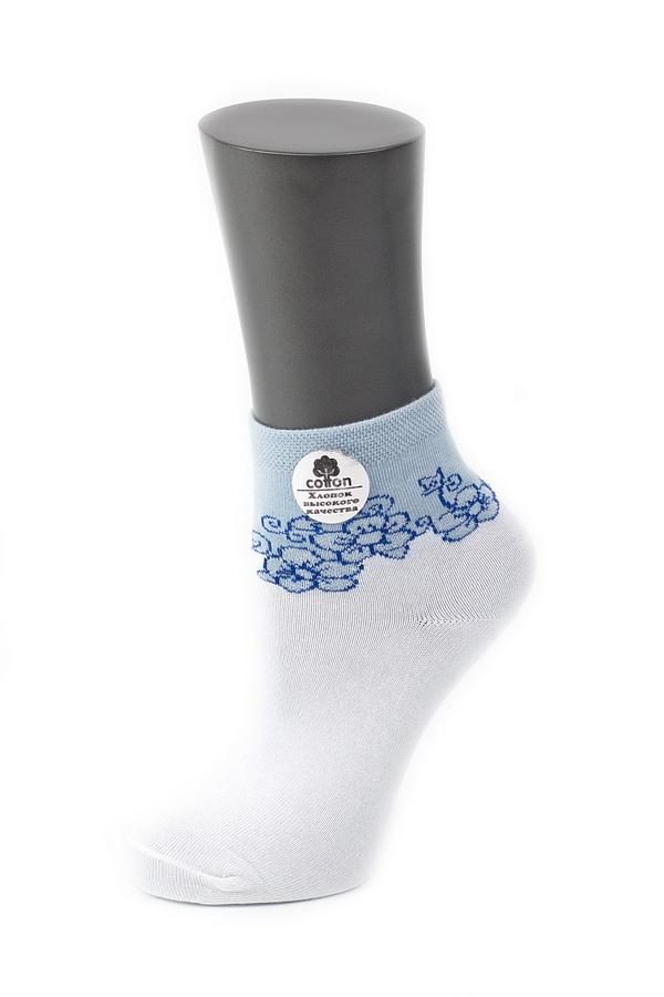024CDУдобные носки Alla Buone, изготовленные из высококачественного комбинированного материала, очень мягкие и приятные на ощупь, позволяют коже дышать. Эластичная резинка плотно облегает ногу, не сдавливая ее, обеспечивая комфорт и удобство. Носки с контрастным паголенком средней длины и цветочным рисунком. Практичные и комфортные носки великолепно подойдут к любой вашей обуви.