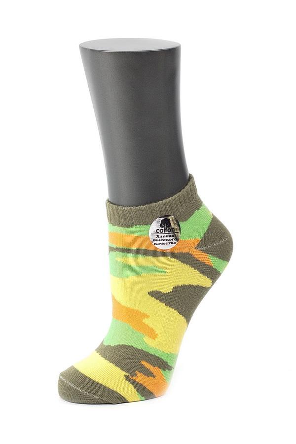 Носки женские. CD028028CDУдобные носки Alla Buone, изготовленные из высококачественного комбинированного материала, очень мягкие и приятные на ощупь, позволяют коже дышать. Эластичная резинка плотно облегает ногу, не сдавливая ее, обеспечивая комфорт и удобство. Модель с укороченным паголенком, оформлена рисунком в стиле милитари. Практичные и комфортные носки великолепно подойдут к любой вашей обуви.