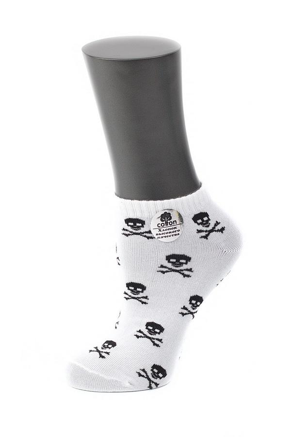 Носки029CDУдобные носки Alla Buone, изготовленные из высококачественного комбинированного материала, очень мягкие и приятные на ощупь, позволяют коже дышать. Эластичная резинка плотно облегает ногу, не сдавливая ее, обеспечивая комфорт и удобство. Модель с укороченным паголенком, оформлена контрастным фантазийным рисунком черепушки. Практичные и комфортные носки великолепно подойдут к любой вашей обуви.