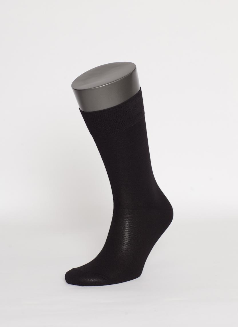 MS026Мужские носки Uomo Fiero превосходного качества, изготовленные из высококачественного хлопкового волокна, очень мягкие и приятные на ощупь, позволяют коже дышать. Эластичная двубортная резинка плотно облегает ногу, не сдавливая ее, обеспечивая комфорт и удобство. Носки обладают повышенной прочностью, не подвержены усадке. Модель с классическим паголенком. Идеальное сочетание практичности, комфорта и элегантности!