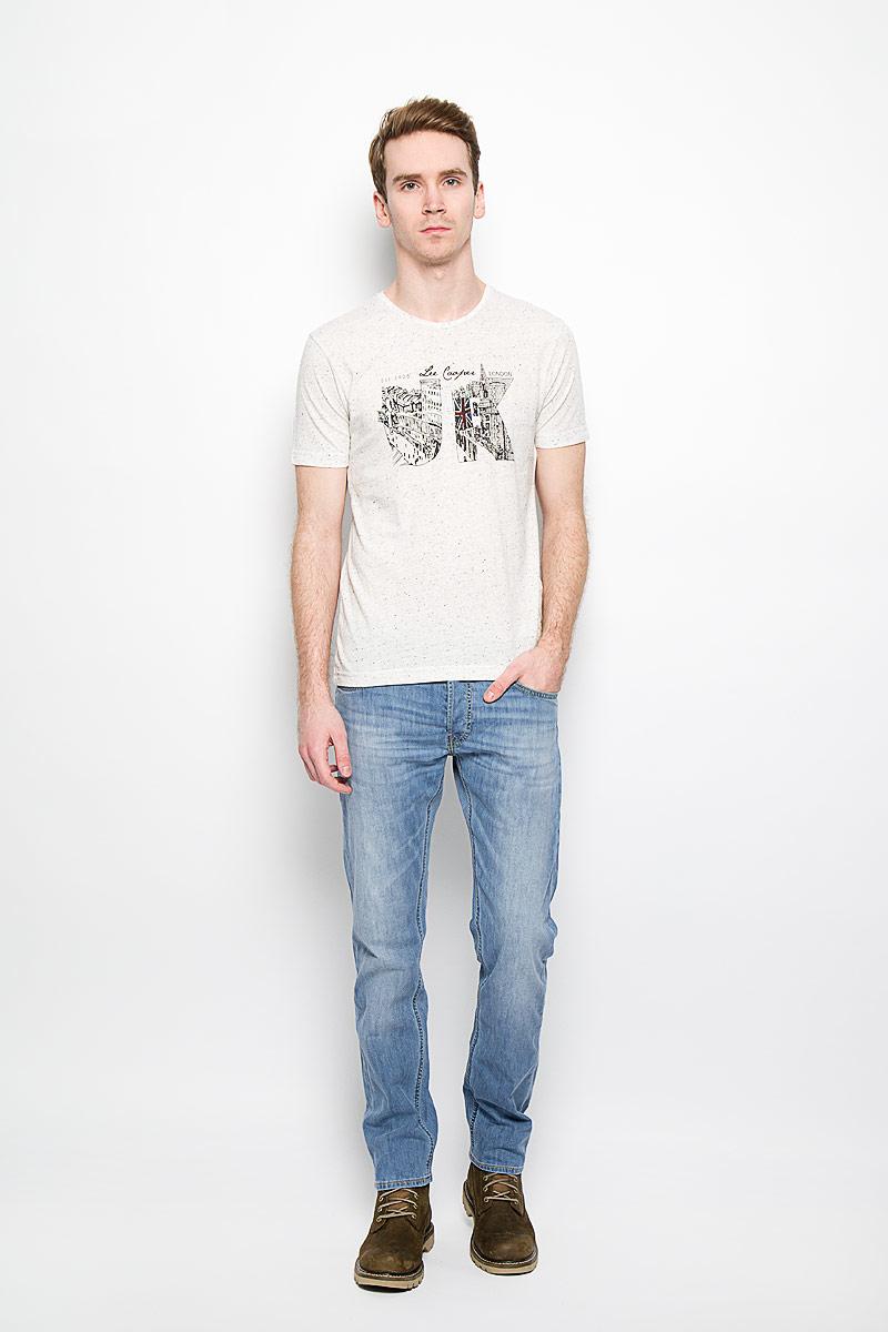 Джинсы мужские Daren. L706BHRLL706BHRLСтильные мужские джинсы Lee Daren - джинсы высочайшего качества, которые прекрасно сидят. Модель слегка зауженного кроя и средней посадки изготовлена из натурального хлопка с добавлением эластана, не сковывает движения и дарит комфорт. Джинсы на талии застегиваются на металлическую пуговицу, а также имеют ширинку на пуговицах и шлевки для ремня. Спереди модель дополнена двумя втачными карманами и одним накладным маленьким кармашком, а сзади - двумя большими накладными карманами. Изделие оформлено эффектом потертости. Эти модные и в тоже время удобные джинсы помогут вам создать оригинальный современный образ. В них вы всегда будете чувствовать себя уверенно и комфортно.