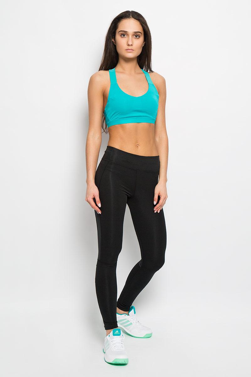Тайтсы для бега женские SN Long Tight. AA0617AA0617Женские тайтсы Adidas SN Long Tight, выполненные из мягкой эластичной ткани, идеально подойдут для активного отдыха и занятий спортом. Модель отлично сидит и обеспечивает максимальную свободу движений. Материал тактильно приятный, хорошо вентилируется, отводит влагу, позволяя добиться максимальных результатов при оптимальном комфорте. Плоские эластичные швы изделия не вызывают раздражений. Тайтсы на талии имеют широкий эластичный пояс со скрытым затягивающимся шнурком. На поясе расположен прорезной карман на молнии. Брючины снизу дополнены небольшими застежками-молниями. Изделие оформлено термоаппликацией в виде светоотражающего логотипа бренда. Тайтсы идеально прилегают к телу и подчеркивают достоинства фигуры, абсолютно не сковывая движений.