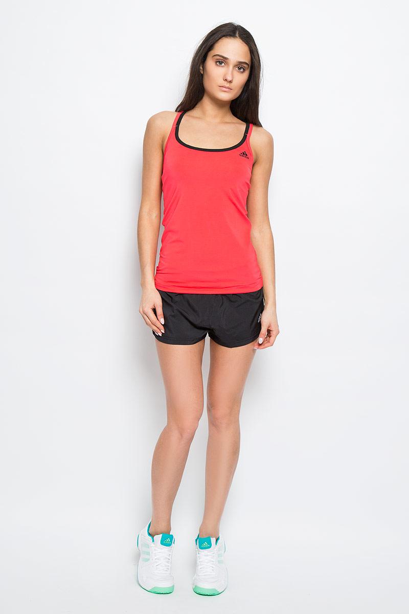 МайкаAJ5375Женская майка Adidas Basic Strappy, выполненная из эластичного полиэстера, прекрасно подходит для занятий спортом как в тренажерном зале, так и на беговой дорожке. Майка приталенного кроя с глубоким круглым вырезом горловины создана для легкости и свободы движений. Модель отводит влагу от кожи, сохраняя ощущение сухости и комфорта во время тренировки. Тонкие двойные лямки с перекрестным переплетением на спине. Изделие оформлено логотипом бренда. Такая модель будет дарить вам комфорт в течение всего дня и станет отличным дополнением к вашему гардеробу.