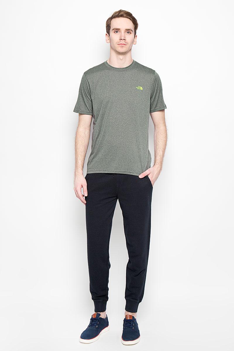 T0CE0QEKVЛегкая мужская футболка для фитнеса The North Face M RXN AMP CREW выполнена из полиэстера. Материал обеспечивает отведение влаги на поверхность и способствует ее быстрому испарению. Такая футболка превосходно подойдет для занятий спортом и активного отдыха. Модель с короткими рукавами и круглым вырезом горловины оформлена логотипом бренда. Модель подарит вам комфорт в течение всей тренировки и послужит замечательным дополнением к вашему спортивному гардеробу.