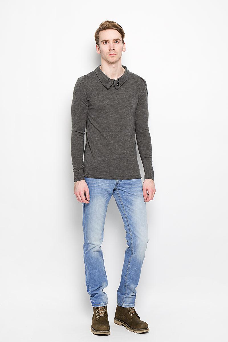 Джинсы мужские. 141284_09517/CR141284_09517/CR, Blue denim, w.lightСтильные мужские джинсы F5 - джинсы высочайшего качества, которые прекрасно сидят. Модель слегка зауженного кроя и средней посадки изготовлена из натурального хлопка, не сковывает движения и дарит комфорт. Джинсы на талии застегиваются на металлическую пуговицу, а также имеют ширинку на металлических пуговицах и шлевки для ремня. Спереди модель дополнена двумя втачными карманами и одним накладным маленьким кармашком, а сзади - двумя большими накладными карманами. Изделие оформлено эффектом потертости. Эти модные и в тоже время удобные джинсы помогут вам создать оригинальный современный образ. В них вы всегда будете чувствовать себя уверенно и комфортно.