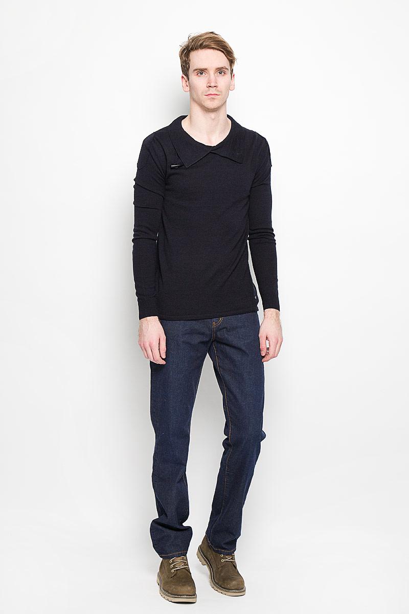 Джинсы мужские. 160120_0965/L160120_0965/L w.darkСтильные мужские джинсы F5 - джинсы высочайшего качества на каждый день, которые прекрасно сидят. Джинсы не сковывают движения и дарят комфорт. Модель прямого кроя и средней посадки изготовлена из высококачественного натурального хлопка. Застегиваются джинсы на пуговицу в поясе и ширинку на молнии, также имеются шлевки для ремня. Спереди модель дополнена двумя втачными карманами и одним небольшим секретным кармашком, а сзади - двумя накладными карманами. Эти модные и в тоже время комфортные джинсы послужат отличным дополнением к вашему гардеробу. В них вы всегда будете чувствовать себя уютно и комфортно.