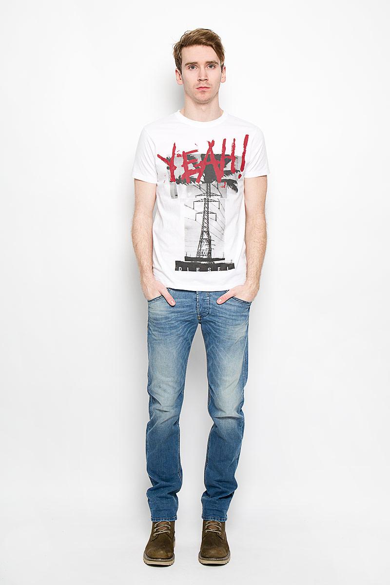 Футболка00SQX4-0091BСтильная мужская футболка Diesel, выполненная из высококачественного мягкого хлопка, обладает высокой теплопроводностью, воздухопроницаемостью и гигроскопичностью, позволяет коже дышать. Модель с короткими рукавами и круглым вырезом горловины оформлена оригинальным принтовым рисунком и надписями. Эта футболка - идеальный вариант для создания эффектного образа.