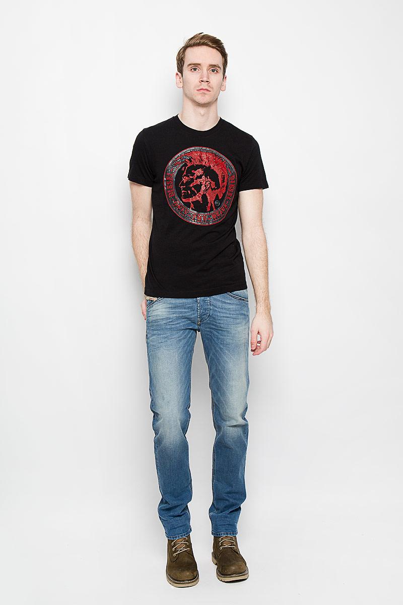 Футболка00SPI2-0NAKQСтильная мужская футболка Diesel, выполненная из высококачественного мягкого хлопка, обладает высокой теплопроводностью, воздухопроницаемостью и гигроскопичностью, позволяет коже дышать. Модель с короткими рукавами и круглым вырезом горловины оформлена оригинальным выпуклым принтовым рисунком и надписями. Эта футболка - идеальный вариант для создания эффектного образа.