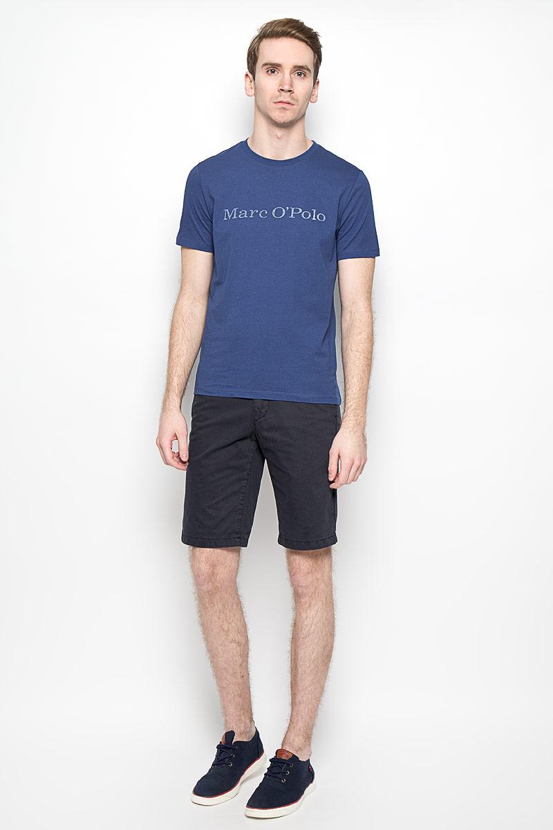 222051032Мужская футболка Marc O`Polo выполнена из натурального хлопка. Материал изделия мягкий и приятный на ощупь, не сковывает движения и позволяет коже дышать. Футболка с короткими рукавами имеет круглый вырез горловины, дополненный трикотажной резинкой. Изделие оформлено спереди надписью с названием бренда. Такая модель подарит вам комфорт в течение всего дня и послужит замечательным дополнением к вашему гардеробу.