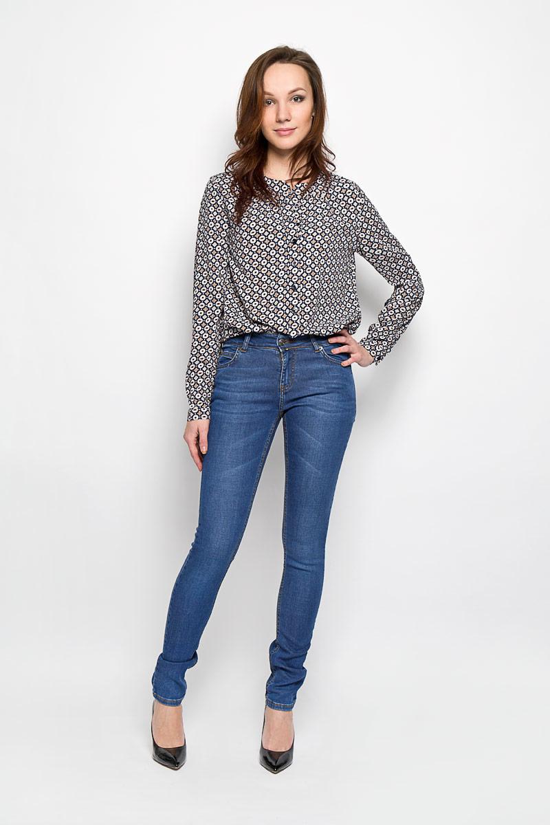 Джинсы женские. 160141_19341160141_19341Стильные женские джинсы F5 - это джинсы высочайшего качества, которые прекрасно сидят. Они выполнены из высококачественного эластичного хлопка, что обеспечивает комфорт и удобство при носке. Джинсы-скинни стандартной посадки станут отличным дополнением к вашему современному образу. Джинсы застегиваются на пуговицу в поясе и ширинку на застежке-молнии, имеются шлевки для ремня. Джинсы имеют классический пятикарманный крой: спереди модель оформлена двумя втачными карманами и одним маленьким накладным кармашком, а сзади - двумя накладными карманами, оформленными декоративной прострочкой. Эти модные и в тоже время комфортные джинсы послужат отличным дополнением к вашему гардеробу.