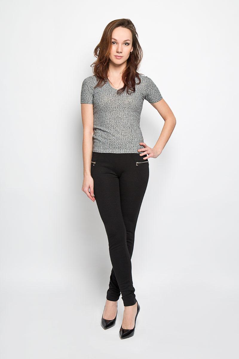 L-TS-2042_BLACKСтильная женская футболка Moodo поможет создать отличный современный образ. Модель, изготовленная из полиэстера и вискозы с содержанием эластана, очень мягкая, тактильно приятная и не сковывает движения. Футболка с V-образным вырезом горловины и короткими рукавами выполнена в вязаном дизайне. Такая футболка станет стильным дополнением к вашему гардеробу, она подарит вам комфорт в течение всего дня!