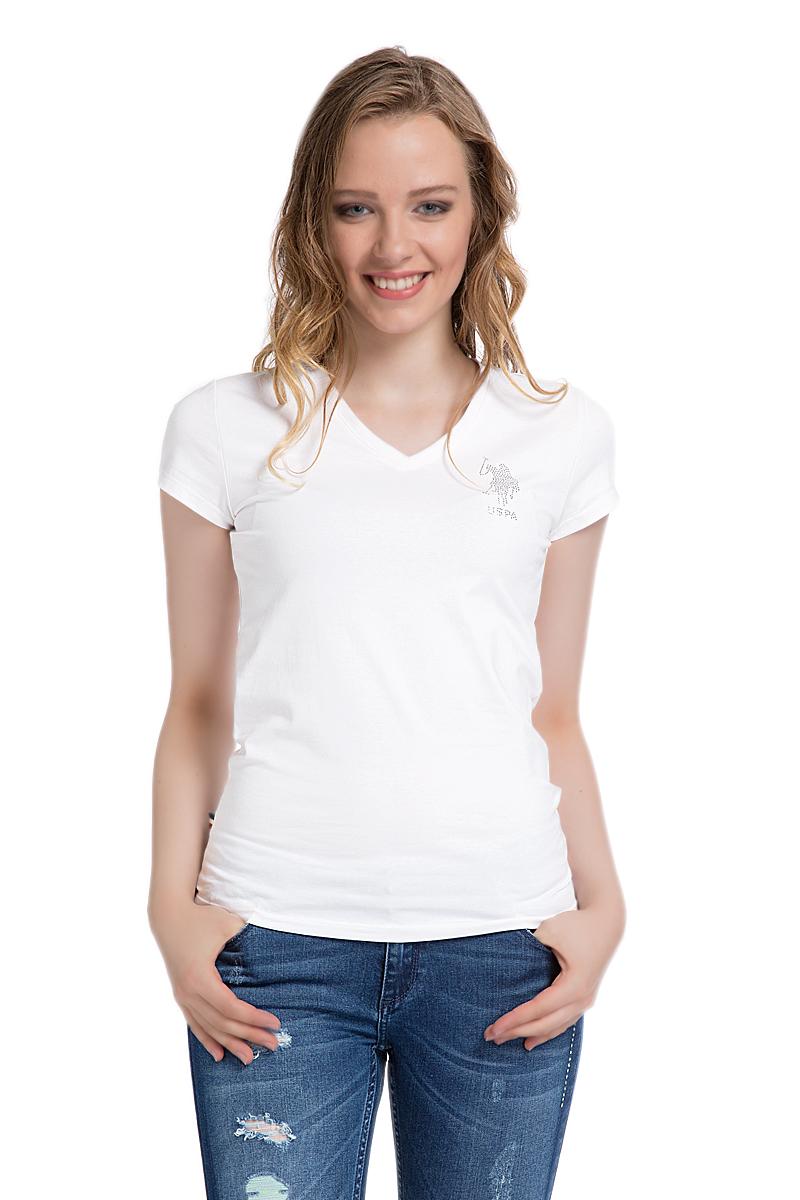 G082SZ0110TV01IY06-011_BY0001Женская футболка U.S. Polo Assn. изготовлена из эластичного хлопка. Футболка с V-образным вырезом горловины и короткими рукавами украшена на груди стразами.