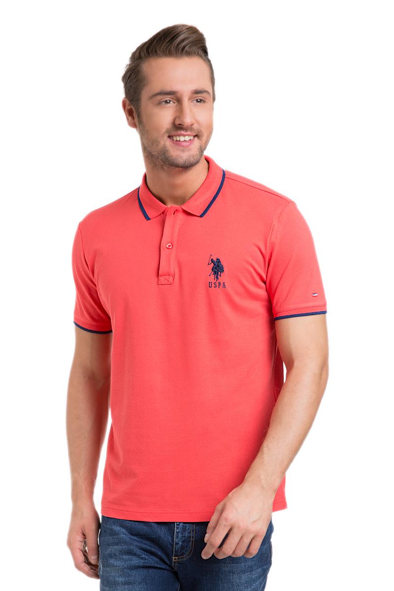 G081GL0110GSD01IY6_BY0001Стильная мужская футболка-поло U.S. Polo Assn., выполненная из высококачественного эластичного хлопка, обладает высокой теплопроводностью, воздухопроницаемостью и гигроскопичностью, позволяет коже дышать. Модель с короткими рукавами и отложным воротником - идеальный вариант для создания оригинального современного образа. Сверху футболка-поло застегивается на две пуговицы. Воротник и низ рукавов выполнены из трикотажной резинки. Модель оформлена на груди небольшой вышивкой в виде логотипа бренда.