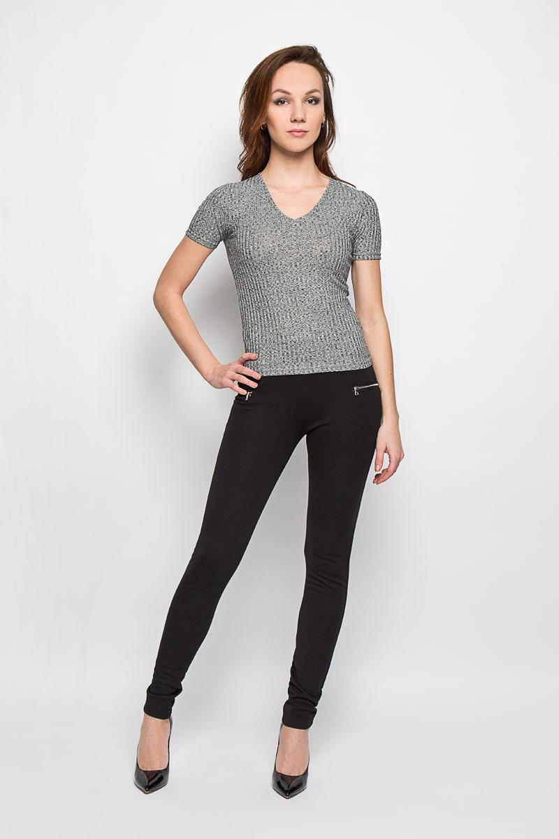 L-SP-2009_BLACKСтильные женские брюки Moodo выполнены из полиэстера с добавлением эластана. Брюки-скинни, имеющие завышенную посадку, станут отличным дополнением к вашему образу. Благодаря эластичному ремню изделие легко снимать и одевать. Спереди и сзади модель оформлена имитацией прорезных кармашков. Эти модные и в тоже время комфортные брюки послужат отличным дополнением к вашему гардеробу. В них вы всегда будете чувствовать себя уютно и комфортно.