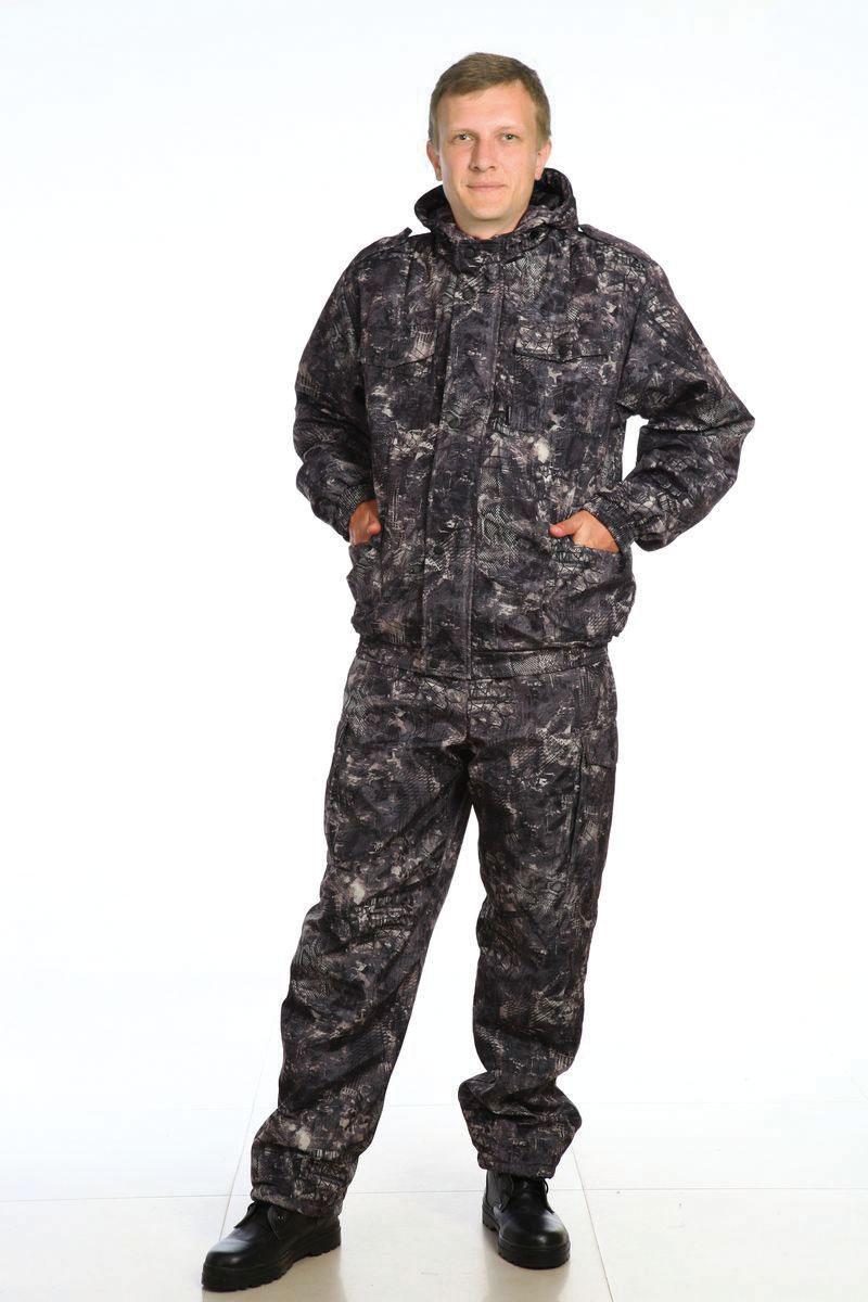 Костюм рыболовный мужской. 38353835Демисезонный костюм. Капюшон с регулировкой лицевой части по высоте, резиновым шнуром. Фронтальная молния закрыта ветрозащитной планкой застегивающейся на кнопки. Низ брюк регулируется по ширине резиновым шнуром. Количество карманов - 8.