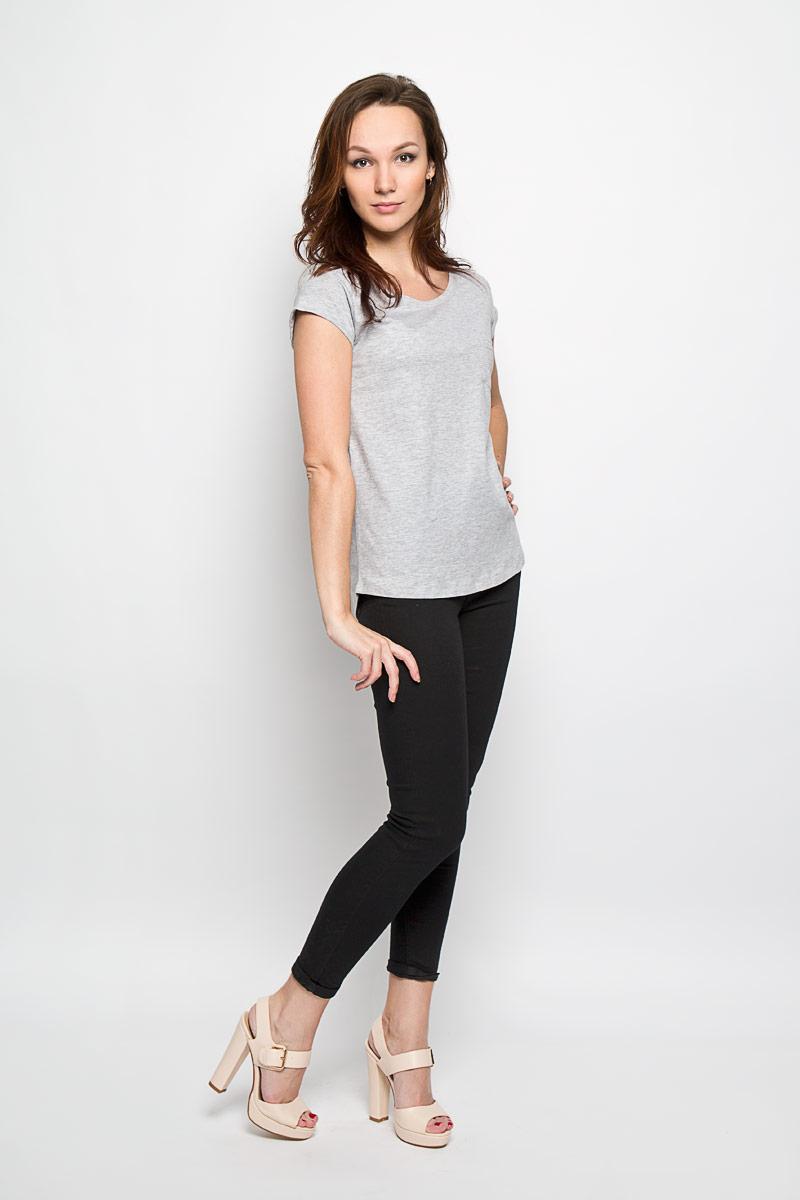 L-TS-2011_BLACKЖенская футболка Moodo идеально подходит для повседневной носки. Модель, изготовленная из натурального хлопка, очень мягкая, тактильно приятная, не сковывает движения и хорошо пропускает воздух. Футболка с круглым вырезом горловины и короткими рукавами выполнена в лаконичном дизайне. Спинка немного удлинена. На рукавах предусмотрены декоративные отвороты. На груди расположен небольшой накладной открытый кармашек. Такая футболка станет стильным дополнением к вашему гардеробу, она подарит вам комфорт в течение всего дня!