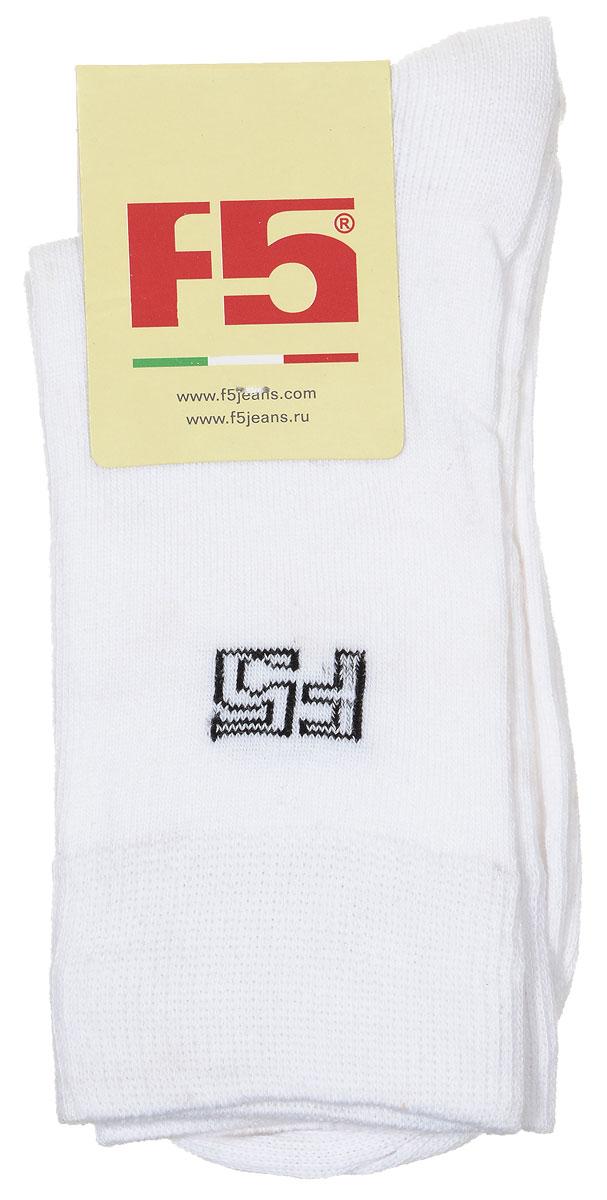 Носки женские. 100961_S01/W100961_S01/W, белыйУдобные носки F5, изготовленные из высококачественного комбинированного материала, очень мягкие и приятные на ощупь, позволяют коже дышать. Эластичная резинка плотно облегает ногу, не сдавливая ее, обеспечивая комфорт и удобство. Модель с классическим паголенком. Практичные и комфортные носки великолепно подойдут к любой вашей обуви.