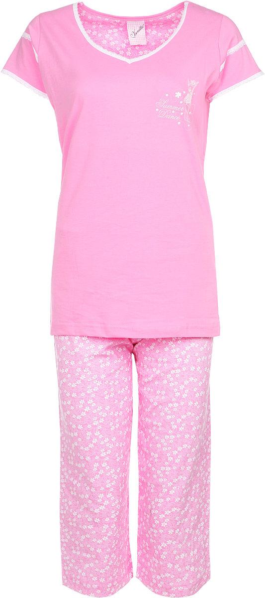 71408052 4668Комплект домашней женской одежды Vienetta Secret, состоящий из футболки и капри, станет отличным дополнением к вашему гардеробу. Выполненный из высококачественного хлопка, комплект мягкий и приятный на ощупь, не сковывает движения и позволяет коже дышать, обеспечивая наибольший комфорт. Стильная футболка приталенного кроя дополнена короткими рукавами и V-образным вырезом. Изделие оформлено кружевом и принтом с блестками. Капри свободного кроя на поясе дополнены эластичной вставкой с завязками и оформлены веселым цветочным принтом. Стильный комплект одежды подарит вам удобство и комфорт, подчеркнет вашу индивидуальность.