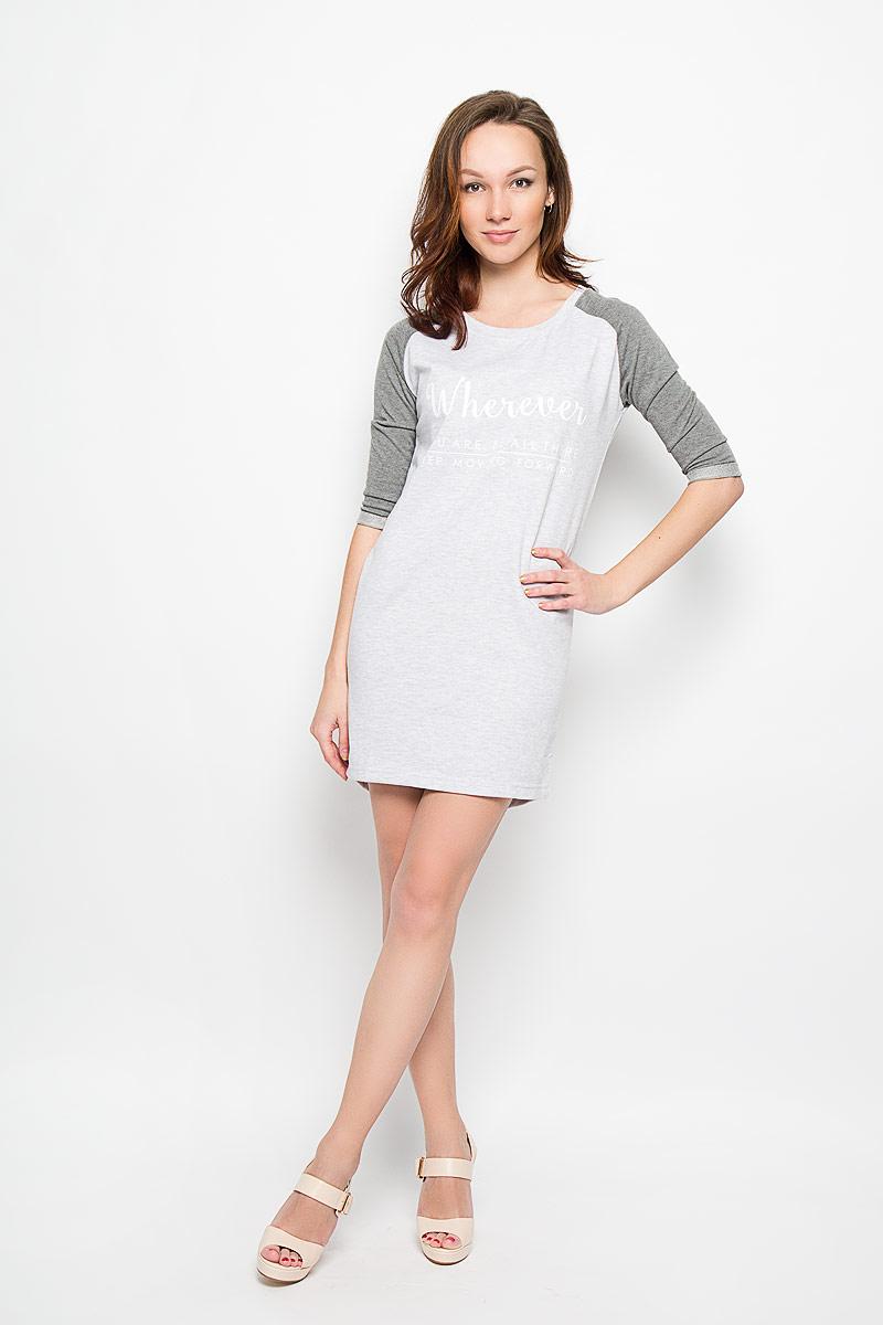 ПлатьеL-SU-2003_GREY_MELМодное платье Moodo поможет создать отличный современный образ в стиле Casual. Модель, изготовленная из хлопка и вискозы, очень мягкая, тактильно приятная, не сковывает движения и позволяет коже дышать. Платье прямого кроя с круглым вырезом горловины и рукавами-реглан 3/4 оформлено спереди надписями. На рукавах предусмотрены декоративные отвороты. Спинка немного удлинена. Такое платье станет стильным дополнением к вашему гардеробу, оно подарит вам комфорт в течение всего дня!