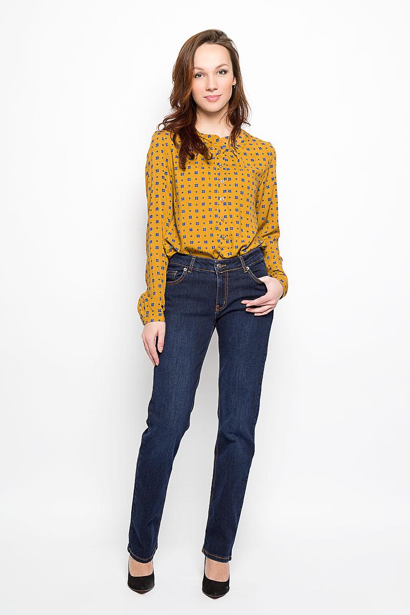 Джинсы женские. 160137_1950160137_ 1950, Blue denim 5002 str., w.darkСтильные женские джинсы F5, выполненные из эластичного хлопка подчеркнут достоинства вашей фигуры. Прямая модель со средней посадкой станет отличным дополнением к вашему современному образу. Джинсы застегиваются на металлическую пуговицу в поясе и ширинку на застежке- молнии, имеются шлевки для ремня. Спереди модель дополнена двумя прорезными карманами и одним небольшим секретным кармашком, а сзади - двумя накладными карманами. Изделие оформлено контрастной отстрочкой. Эти модные и в тоже время комфортные джинсы послужат отличным дополнением к вашему гардеробу.